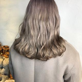 セミロング ミルクティーグレージュ ミルクティー ミルクグレージュ ヘアスタイルや髪型の写真・画像