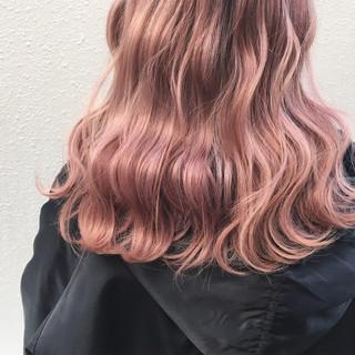 波ウェーブ ピンクアッシュ ロング ピンク ヘアスタイルや髪型の写真・画像