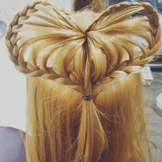 ヘアアレンジ フェミニン ガーリー 外国人風 ヘアスタイルや髪型の写真・画像 ヘアスタイルや髪型の写真・画像