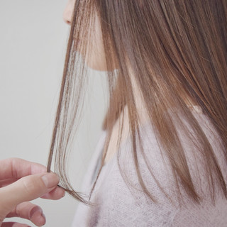 ミディアム ナチュラル ベージュ ミルクティーベージュ ヘアスタイルや髪型の写真・画像