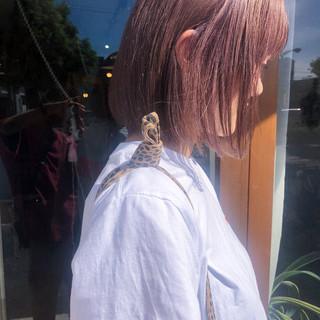 大人かわいい ボブ ラベンダーグレージュ ストリート ヘアスタイルや髪型の写真・画像