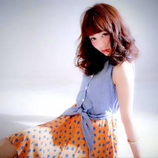 セミロング フェミニン ナチュラル ガーリー ヘアスタイルや髪型の写真・画像