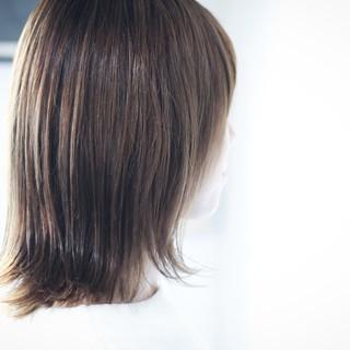 アッシュグレージュ セミロング ラベンダーグレージュ ホワイトグレージュ ヘアスタイルや髪型の写真・画像