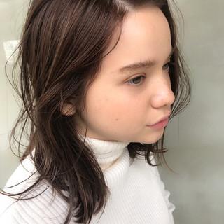 透明感 レイヤーカット ナチュラル ウェーブ ヘアスタイルや髪型の写真・画像