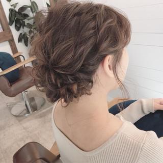 セミロング ゆるふわ 結婚式 ナチュラル ヘアスタイルや髪型の写真・画像
