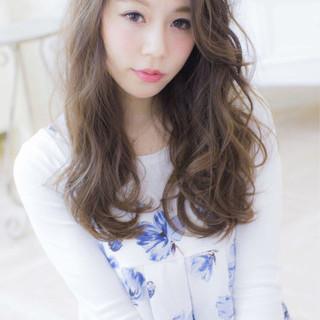 外国人風 セミロング ゆるふわ フェミニン ヘアスタイルや髪型の写真・画像