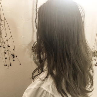 ナチュラル ミルクティー ハイライト セミロング ヘアスタイルや髪型の写真・画像