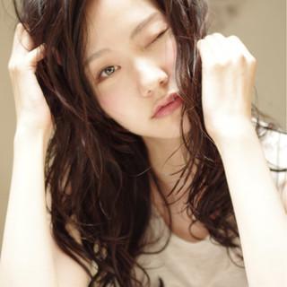 外国人風 くせ毛風 黒髪 ストリート ヘアスタイルや髪型の写真・画像