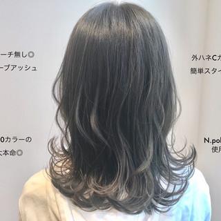 抜け感 オリーブアッシュ アンニュイほつれヘア ナチュラル ヘアスタイルや髪型の写真・画像