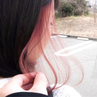 ストリート アンニュイほつれヘア インナーカラーパープル インナーカラーレッド ヘアスタイルや髪型の写真・画像 ヘアスタイルや髪型の写真・画像