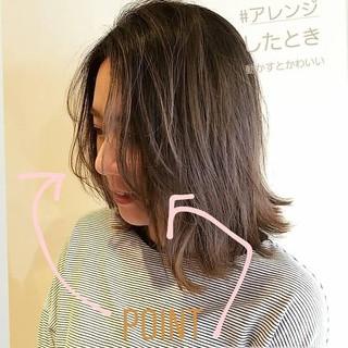 セミロング ニュアンス かき上げ前髪 アンニュイほつれヘア ヘアスタイルや髪型の写真・画像