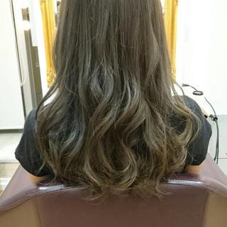 グレージュ 外国人風カラー エレガント ブリーチなし ヘアスタイルや髪型の写真・画像