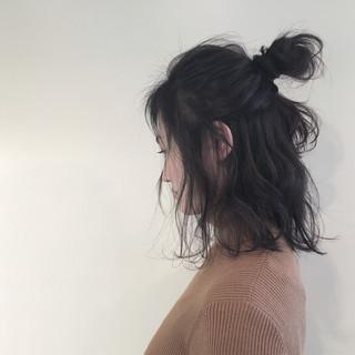 ナチュラル ハーフアップ アッシュ ミディアム ヘアスタイルや髪型の写真・画像