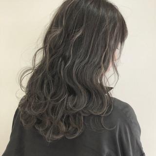 バレイヤージュ イルミナカラー ロング 外国人風カラー ヘアスタイルや髪型の写真・画像
