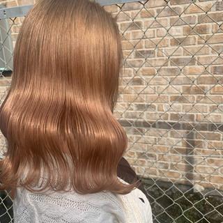 ロング フェミニン ピンクベージュ ハイトーンカラー ヘアスタイルや髪型の写真・画像