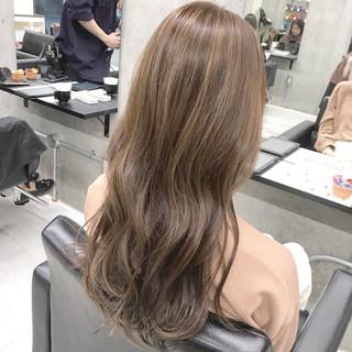 ロング 巻き髪 ナチュラル ハイライト ヘアスタイルや髪型の写真・画像