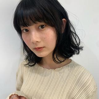 ミディアム 簡単スタイリング ナチュラル グレージュ ヘアスタイルや髪型の写真・画像