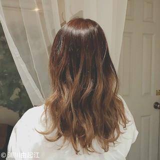 デート ゆるふわ ウェーブ 大人かわいい ヘアスタイルや髪型の写真・画像 ヘアスタイルや髪型の写真・画像