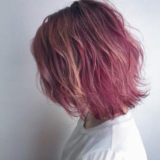 ブリーチ ボブ ピンク ストリート ヘアスタイルや髪型の写真・画像