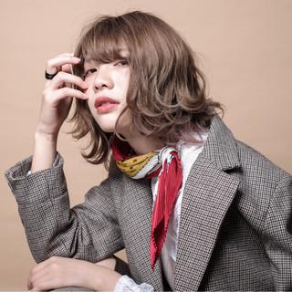 ボブウルフ インナーカラー シアーベージュ ウルフカット ヘアスタイルや髪型の写真・画像