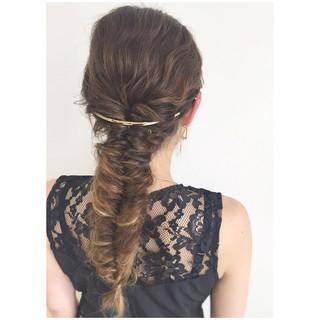大人かわいい フィッシュボーン ロング ヘアアレンジ ヘアスタイルや髪型の写真・画像 ヘアスタイルや髪型の写真・画像