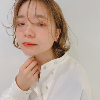 ミルクティーベージュ ウルフカット 簡単ヘアアレンジ ガーリー ヘアスタイルや髪型の写真・画像