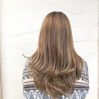 イルミナカラー デート アウトドア パーマ ヘアスタイルや髪型の写真・画像