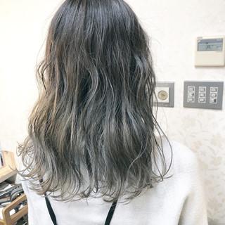 アッシュグラデーション アディクシーカラー ナチュラル グラデーション ヘアスタイルや髪型の写真・画像