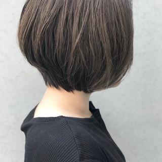 ショートボブ グレーアッシュ ショートヘア アッシュグレージュ ヘアスタイルや髪型の写真・画像