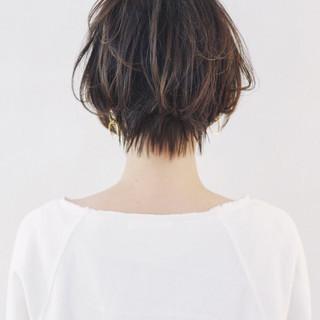 ショート くせ毛風 グレージュ ゆるふわ ヘアスタイルや髪型の写真・画像