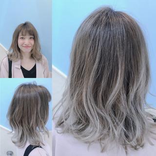 外国人風 アッシュグレージュ アッシュグレー ナチュラル ヘアスタイルや髪型の写真・画像