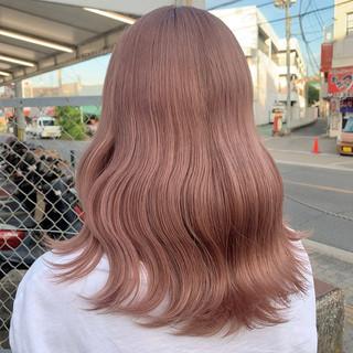 フェミニン ミルクティーベージュ セミロング ハイトーンカラー ヘアスタイルや髪型の写真・画像