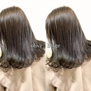 ヘアカラー オリーブグレージュ オリーブベージュ ミディアム ヘアスタイルや髪型の写真・画像