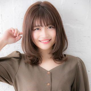 デート 大人かわいい ミディアムレイヤー デジタルパーマ ヘアスタイルや髪型の写真・画像