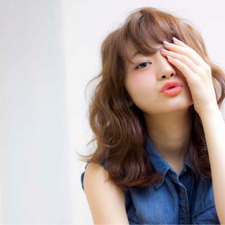 ミディアム 大人かわいい フェミニン ストリート ヘアスタイルや髪型の写真・画像