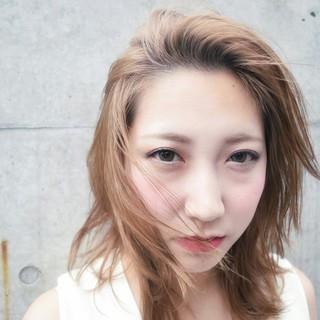 フェミニン ストリート グレージュ 外ハネ ヘアスタイルや髪型の写真・画像
