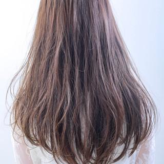 デート ロング カーキ グレージュ ヘアスタイルや髪型の写真・画像