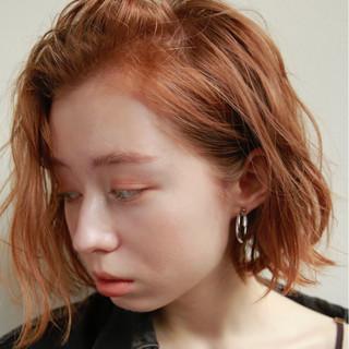 モード ブリーチ くせ毛風 ウェットヘア ヘアスタイルや髪型の写真・画像