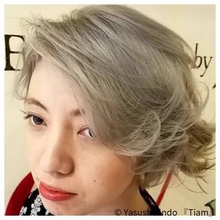 ボブ ダブルカラー グレージュ ショートボブ ヘアスタイルや髪型の写真・画像
