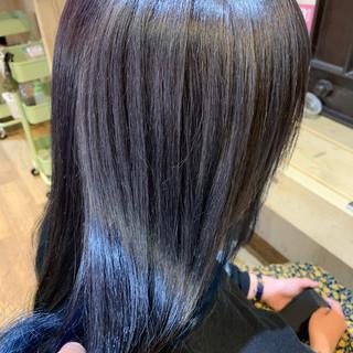 シルバーグレージュ シルバーアッシュ インナーカラー デザインカラー ヘアスタイルや髪型の写真・画像