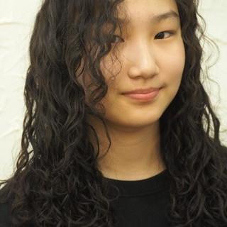 パーマ ロング 外国人風 フェミニン ヘアスタイルや髪型の写真・画像