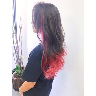 ウェーブ アンニュイ ベリーピンク グラデーションカラー ヘアスタイルや髪型の写真・画像