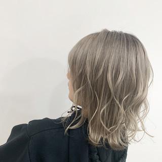 コテ巻き N.オイル ブリーチ ホワイトカラー ヘアスタイルや髪型の写真・画像
