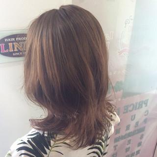 ミディアム パーマ エレガント ヘアスタイルや髪型の写真・画像