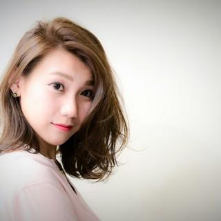 ミディアム かき上げ前髪 コンサバ 前髪あり ヘアスタイルや髪型の写真・画像 ヘアスタイルや髪型の写真・画像