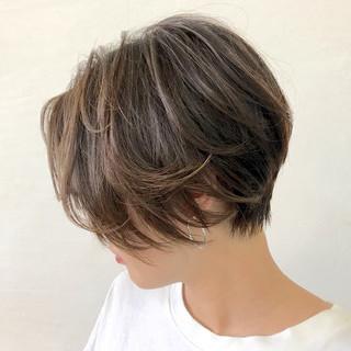 フェミニン ショート レイヤーカット ヘアスタイルや髪型の写真・画像 ヘアスタイルや髪型の写真・画像