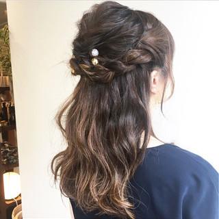 セミロング 結婚式 ねじり ヘアアレンジ ヘアスタイルや髪型の写真・画像