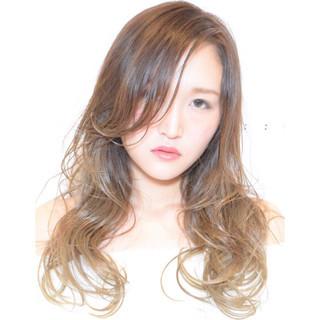ナチュラル ウェットヘア 外国人風 グラデーションカラー ヘアスタイルや髪型の写真・画像