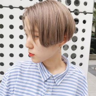 ハイトーンカラー ミルクティーベージュ ショート ストリート ヘアスタイルや髪型の写真・画像