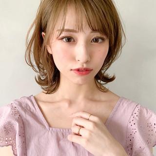 ミディアム シースルーバング ひし形シルエット フェミニン ヘアスタイルや髪型の写真・画像